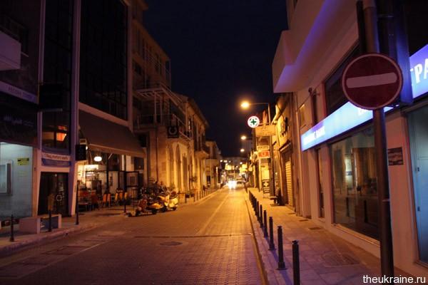 Улица Кипра вечером