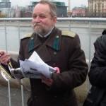 Участник Русского марша в дореволюционной военной форме