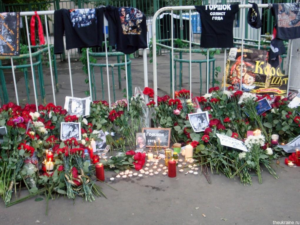 Цветы на прощании с Горшком в Москве