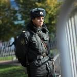 Полицейский на митинге в поддержку выборов КС