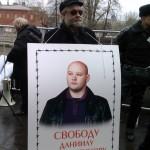 Илья Константинов с плакатом